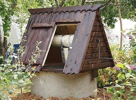 Фото: Классическая крыша колодца